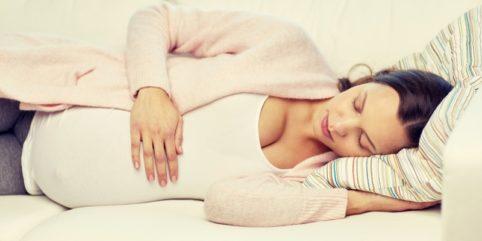 Dlaczego w ciąży bolą piersi? sposoby na ból piersi w ciąży