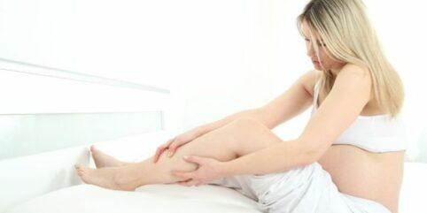 Skurcze łydek w ciąży – przyczyny, leczenie
